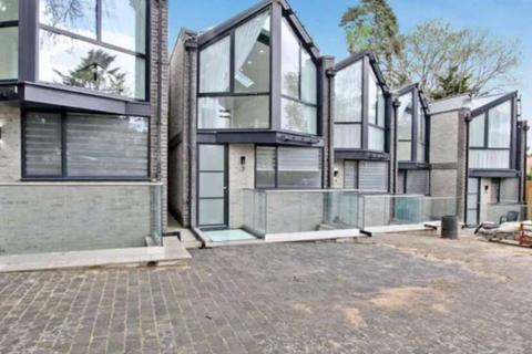 4 bedroom house to rent - Shanti Close, Enfield. EN2
