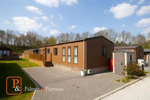 2 bedroom detached house for sale - Beaumont Lodge, Colchester Holiday Park, Cymbeline Way, Colchester, CO3