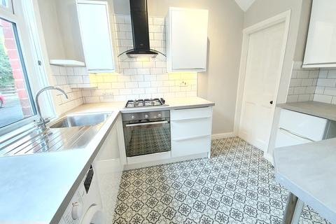 2 bedroom terraced house to rent - Woodville Place, Horsforth