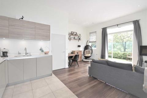 2 bedroom flat for sale - Ravenswood Court, Acton