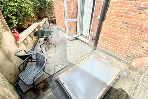 2 bedroom apartment for sale - Wootton Towers, Wootton Mount, Bournemouth, Dorset, BH1 1PJ