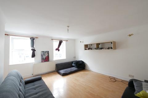 3 bedroom maisonette to rent - Stoke Newington High Street, N16