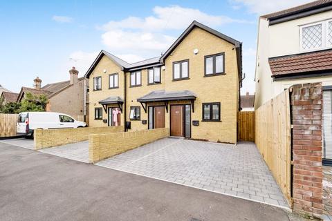 2 bedroom end of terrace house for sale - Birkbeck Road, Romford