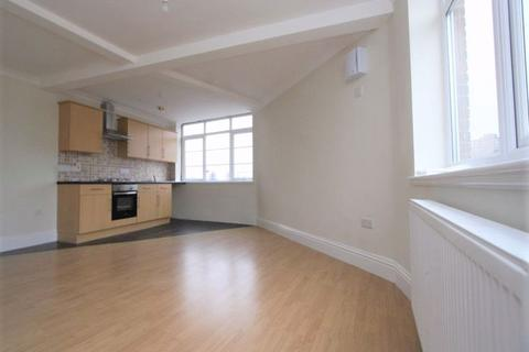3 bedroom apartment to rent - Three Bedrooms Upper Floor Flat - Mare Street E8