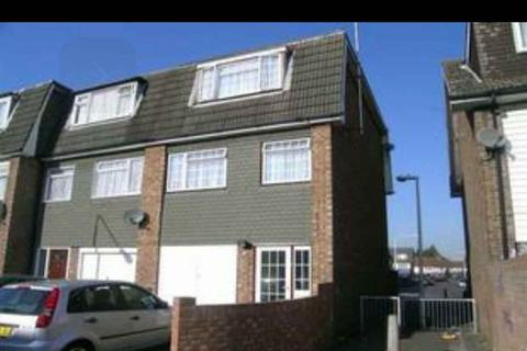 4 bedroom end of terrace house to rent - Young Road, Canning Town E16