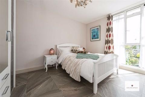 1 bedroom flat to rent - Hallfield Estate, London