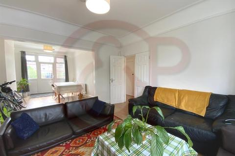 5 bedroom semi-detached house to rent - Lillian Avenue, Acton, W3