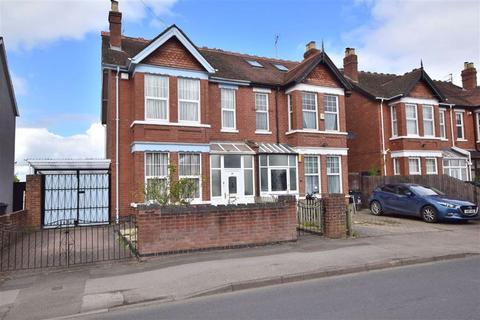 6 bedroom semi-detached house for sale - Podsmead Road, Gloucester, GL1