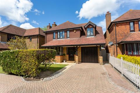 5 bedroom detached house for sale - Hawthorn Close, Fir Tree Road, Banstead
