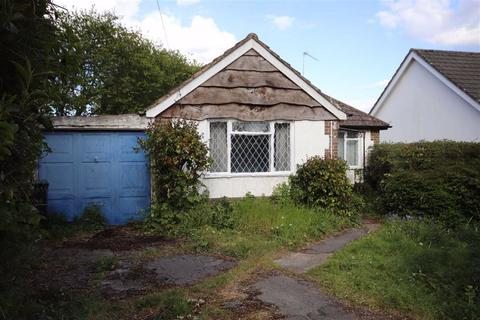 2 bedroom detached bungalow for sale - Church Road, Ferndown