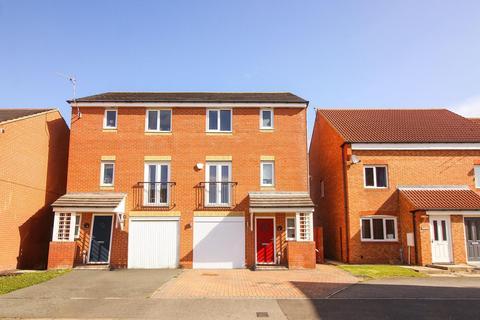 4 bedroom townhouse for sale - Montgomerie Court, Ashington