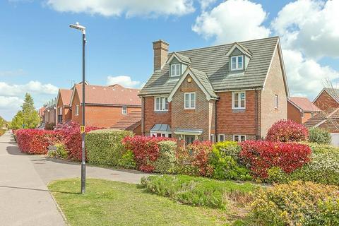 6 bedroom detached house for sale - Rose Walk, Sittingbourne, ME10