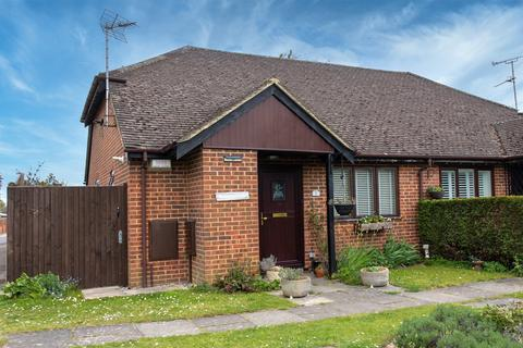 1 bedroom semi-detached bungalow for sale - Coniston Close, Woodley, Reading, RG5 4AY