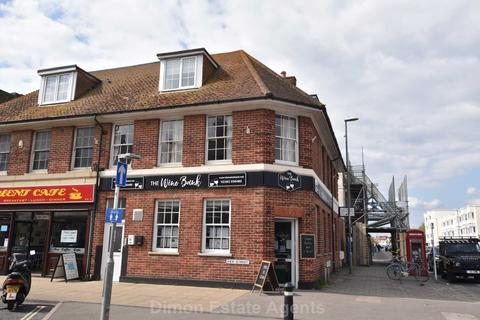 2 bedroom flat for sale - High Street, Lee On The Solent