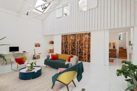 2 bedroom house for sale - The Old Laundry, Alexander Studios, Haydon Way, London, SW11.
