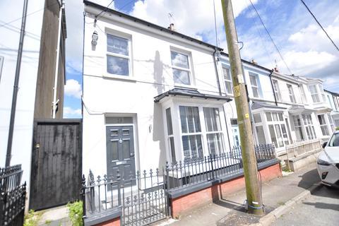 3 bedroom end of terrace house for sale - 9 The Avenue, Carmarthen SA31 1LX