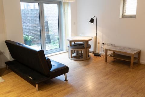 Studio to rent - ADMIRALTY ROAD , PORTSEA PO1