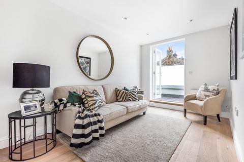 1 bedroom flat for sale - Salcott Road, Battersea