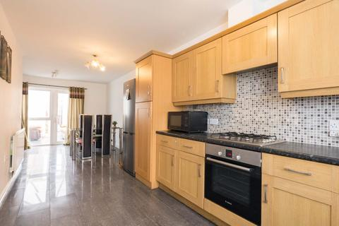 4 bedroom townhouse to rent - Grove Village , Manchester M13