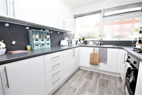 2 bedroom flat to rent - Palmerston Road, Buckhurst Hill, IG9