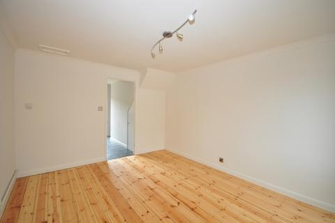 2 bedroom semi-detached house to rent - Lidiard Gardens Southsea PO4