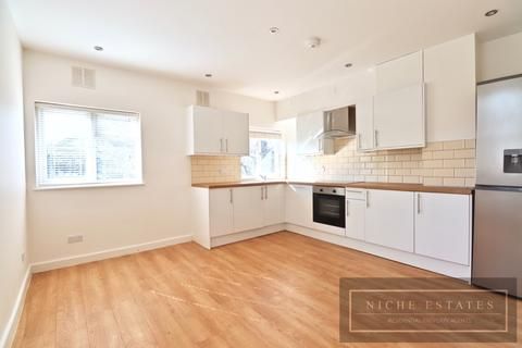 3 bedroom apartment to rent - Green Lanes, London, N8