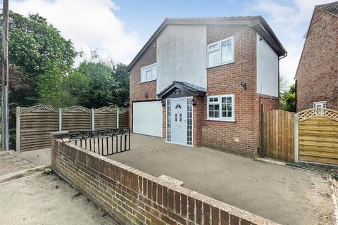 4 bedroom detached house to rent - Lent Rise Road, Burnham, Buckinghamshire