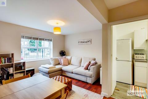 2 bedroom ground floor flat for sale - Caraway Close, London, Greater London. E13