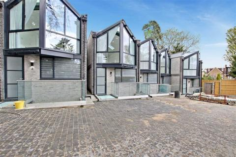 4 bedroom detached house to rent - Bycullah Road, Enfield