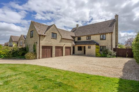 5 bedroom detached house for sale - The Street, Lea