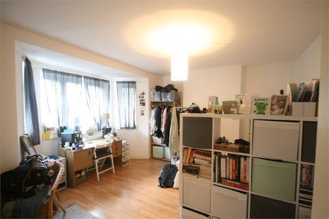 3 bedroom detached house to rent - Lyons Court, Green Hundred Road, Peckham, SE15