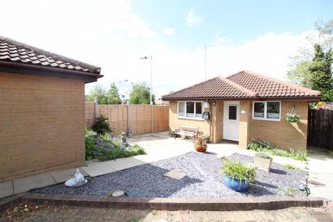 2 bedroom detached bungalow for sale - Two Bedroom Detached Bungalow on Bampton Road, Luton