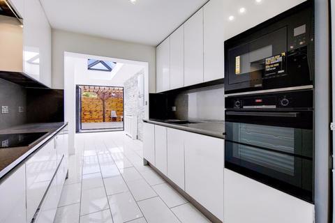 5 bedroom terraced house for sale - Haselbury Road, London, N18