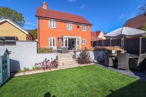 4 bedroom detached house for sale - Merrigold Close, Benfleet