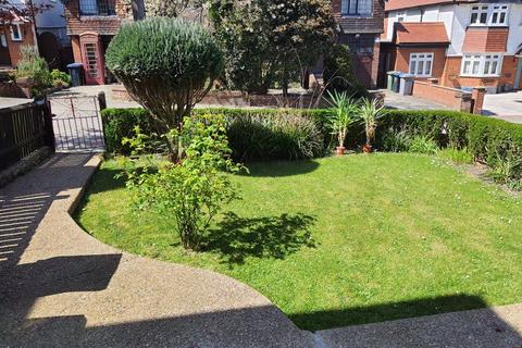 Property to rent - Hayland Close, London, NW9