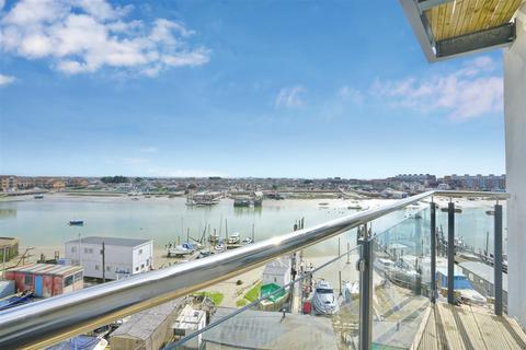 2 bedroom flat for sale - MARINER POINT PHASE 2 - MIDDLE TOWER, Shoreham-By-Sea