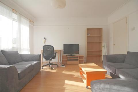 3 bedroom flat to rent - Globe Road, London