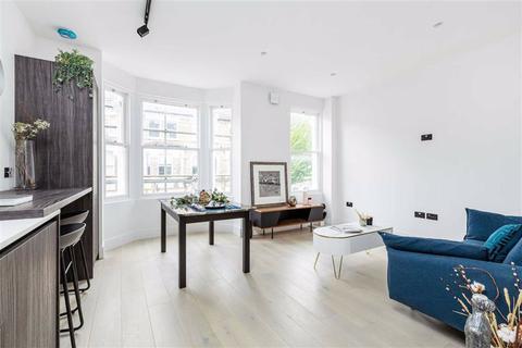1 bedroom flat for sale - Sangora Road, Wandsworth, London, SW11