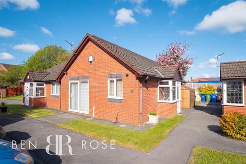 2 bedroom semi-detached bungalow for sale - Aspen Gardens, Chorley
