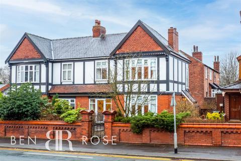 4 bedroom semi-detached house for sale - Park Road, Chorley