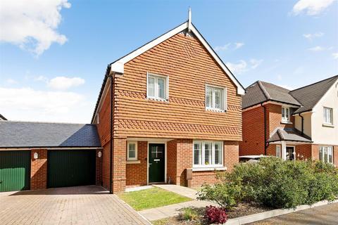 3 bedroom link detached house for sale - Blossom Way, Barnham