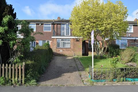 4 bedroom terraced house for sale - Childscroft Road, Rainham,