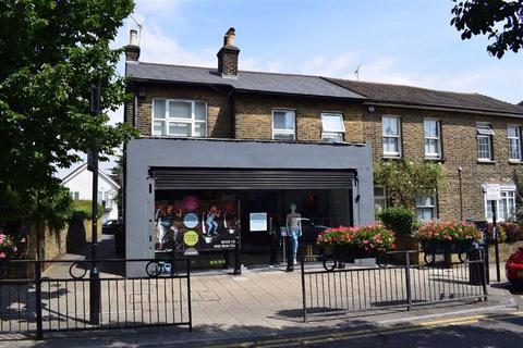 2 bedroom flat to rent - Queens Road, Buckhurst Hill, Essex, IG9