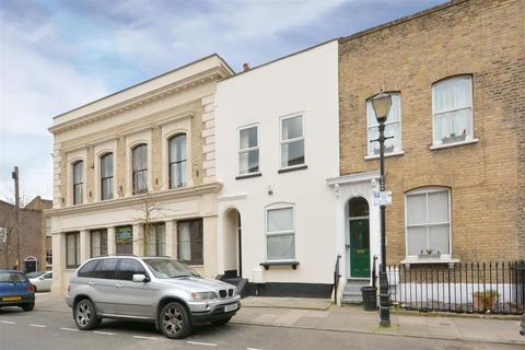 4 bedroom terraced house to rent - Chisenhale Road, London