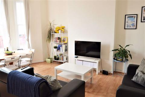 2 bedroom flat to rent - STUNNING TWO BED IN THE HEART OF ARCHWAY