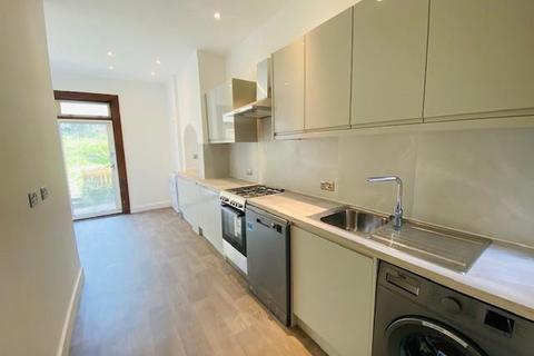 4 bedroom terraced house to rent - Melfort Road, Thornton Heath