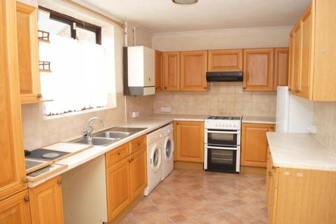 3 bedroom end of terrace house to rent - Retford Close, Harold Hill