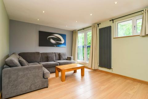 3 bedroom flat to rent - Glengall Grove, Isle of Dogs, London