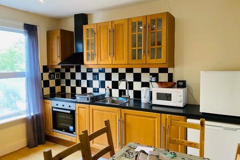 3 bedroom semi-detached house to rent - Brettenham Road  N18