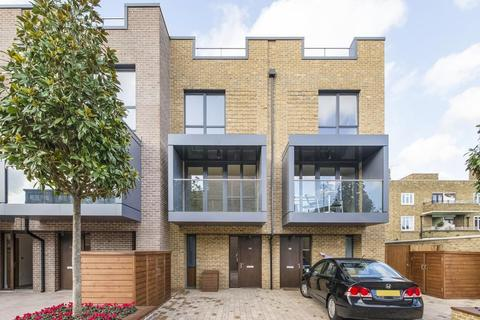 3 bedroom end of terrace house for sale - Sir Alexander Close, London W3